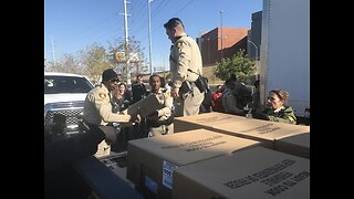 Las Vegas police hand out turkeys to families in need