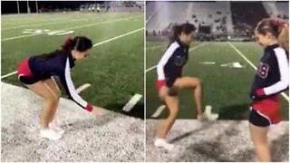 Cheerleadere gjør 'Invisible Box Challenge' med en vri