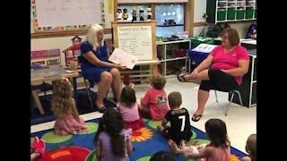 Grandma Book World: A grandmother inspiring kids