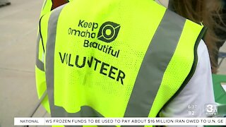 Volunteers take to the Old Market to Keep Omaha Beautiful