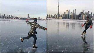 Mann utfører skøytetriks på en frossen innsjø i Toronto
