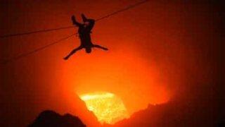 Traverser un volcan en tyrolienne, ça vous dit?
