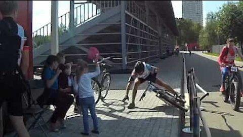Sykkelulykke ender med en imponerende redning