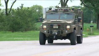 Manhunt continues for armed bank robbery suspect in Oconomowoc