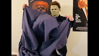 Michael Myers VS Fitted Sheet