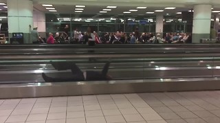 Man Hilariously Entertains Passengers During Airport Delay
