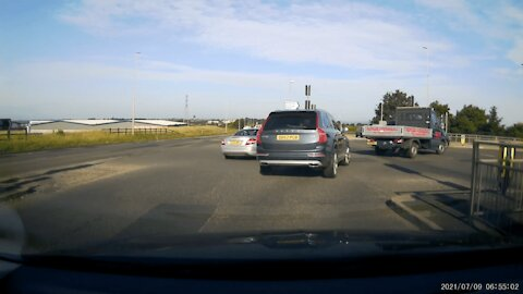 Volvo And Mercedes Have A Road Rage Battle In Huthwaite!