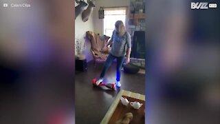 Bestemor prøver hoverboard for første gang