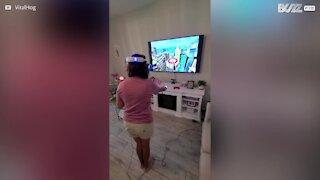 La réalité virtuelle fait paniquer cette femme
