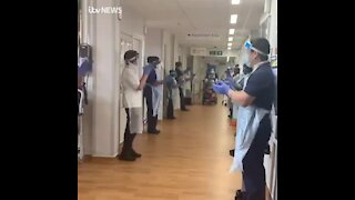 WATCH: 106-year-old woman leaves hospital to applause after beating Covid-19 (8zD)