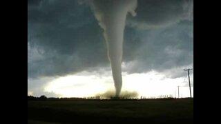 Tornado atinge Missouri de forma catastrófica