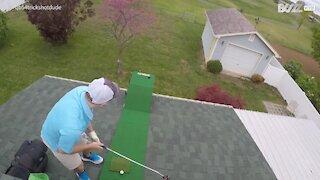 Homem faz truque de golfe no telhado!