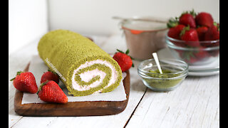 How to make Strawberry & Matcha Swiss Roll Cake
