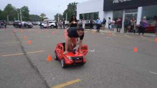 Cette course de mini voitures électriques finit très mal