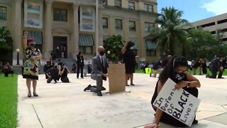 Public defenders hold rally at Palm Beach County's Historic Courthouse