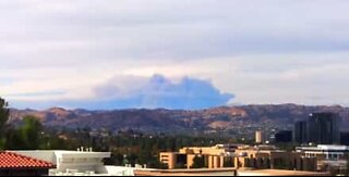Time-lapse viser enorm røyksky over California