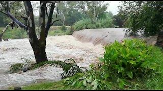 Rain causes flash flooding in Johannesburg (Nh2)