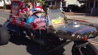 Julenissen ankommer California... på en motorsykkel!