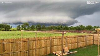 Início de tornado filmado no Arkansas