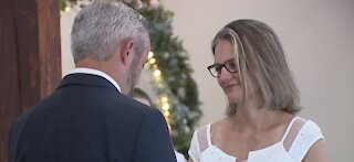 Las Vegas wedding chapel offers specials for holiday