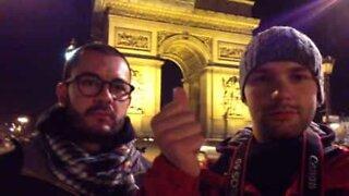 Turister 'teleporterer' gjennom Paris