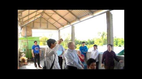 Rev Ross Tells the Story of Joseph to the Children of Cambodia