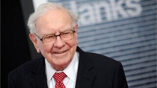 Trump Criticizes Warren Buffet's Airline Sales