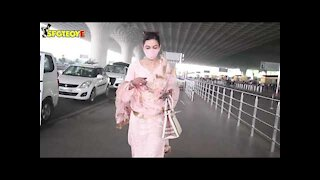 Newly wed Gauahar Khan spotted at the Airport | SpotboyE
