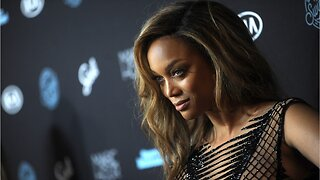Tyra Banks becomes oldest woman on sports illustrated swimsuit issue