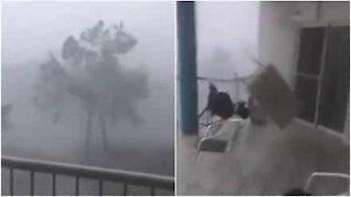 Kraftig storm ødelegger balkong i Australia