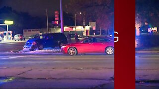 2 Detroit police officers injured in three-car accident on the city's east side