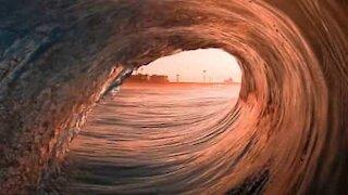 Ecco cosa significa surfare l'onda!