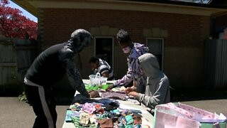 Teenagers make masks to protect their community during pandemic