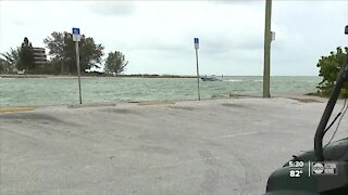 Crews set up to help with red tide cleanup at Pinellas County beaches