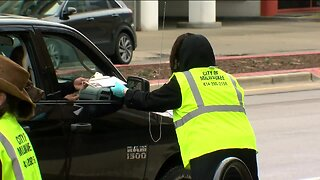 City of Milwaukee sets up drive-thru early voting during coronavirus pandemic