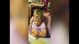 """Little Girl Sings """"Twinkle Twinkle"""" for the First Time"""