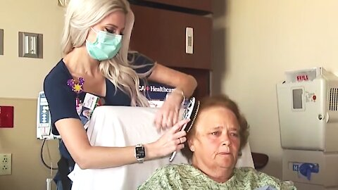 Nurse Brushes and Braids Patients' Hair on Her Days Off
