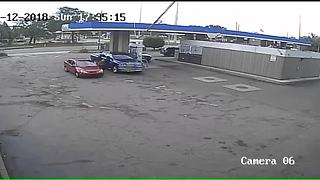 Man wanted for stealing 60-year-old woman's purse from Detroit gas station
