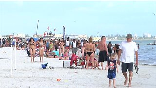 Fort Myers Beach packed with visitors despite Coronavirus concerns.