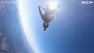 Skydiver mostra controle impressionante no ar!