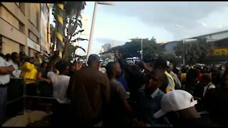 WATCH: Police, supporters of criminally charged Durban mayor clash in city (VFG)