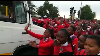 South Africa - Cape Town - Bloekombos Secondary school day 2 Protest (Video) (oyS)
