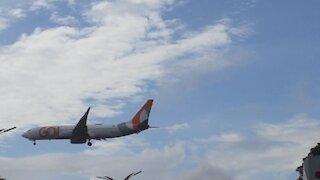Boeing 737-800 PR-GGJ beim Endanflug vor der Landung in Manaus von Fortaleza