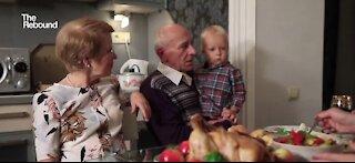 Keeping seniors engaged during the socially distanced holiday season