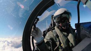 Norwegian troops practise calling in air support (INTERNATIONAL)