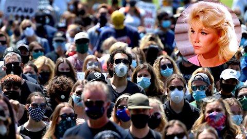 2021 Eloi Continue to Wear Their Masks