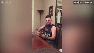 Cantar usando protetor bucal: a forma mais cômica de fazer música