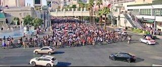 2,000 cyclists take over Las Vegas Strip