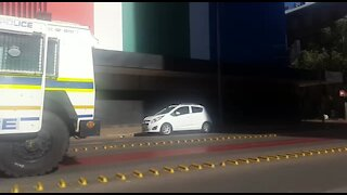 Police gun down man in Johannesburg after stabbing (wey)