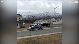 Un tappeto elastico volante spaventa gli abitanti dell'Alaska